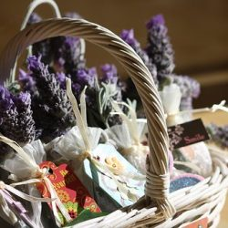 A Simple Guide to Make A Customized Gift Basket for Any Occasion